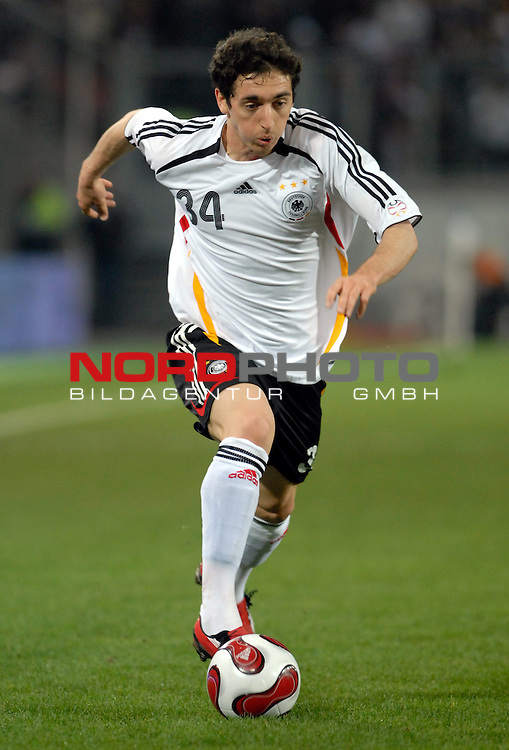 Freundschaftsspiel Vorbereitung EM 2007 <br /> <br /> Deutschland (GER) - Daenemark (DEN) 0 - 1<br /> <br /> Roberto Hilbert (GER)<br /> <br /> Foto &copy; nph (  nordphoto  )  *** Local Caption ***