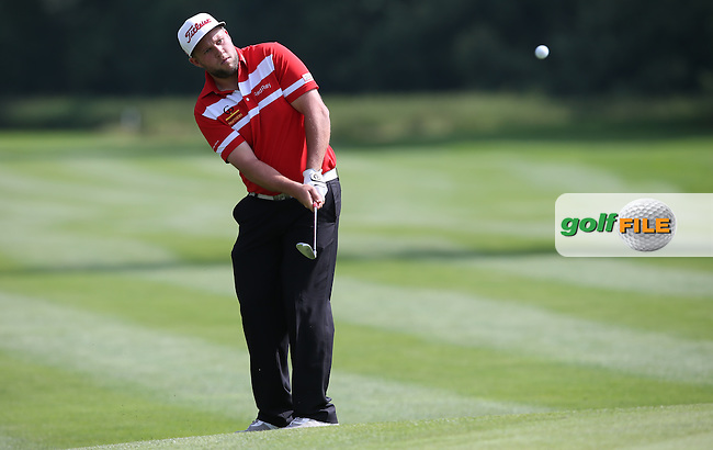 Andrew Johnston (ENG) chips onto the 3rd during Round One of the 2015 BMW International Open at Golfclub Munchen Eichenried, Eichenried, Munich, Germany. 25/06/2015. Picture David Lloyd | www.golffile.ie