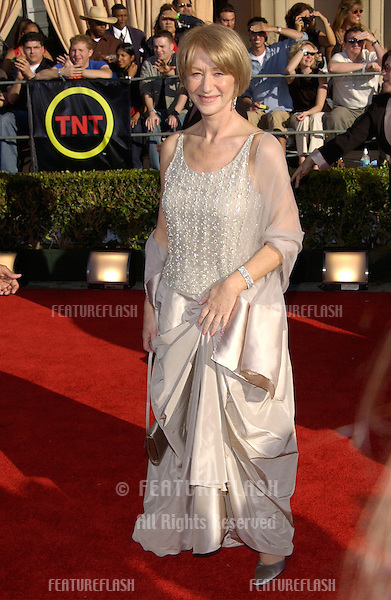 Actress HELEN MIRREN at the 8th Annual Screen Actors Guild Awards in Los Angeles..10MAR2002. © Paul Smith / Featureflash