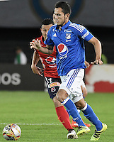 BOGOTA - COLOMBIA -20 -11-2016: Gabriel Diaz (Der) jugador de Millonarios disputa el balón con Luis C Arias (Izq) jugador de Independiente Medellín durante partido por la fecha 20 de la Liga Aguila II 2016 jugado en el estadio Nemesio Camacho El Campin de la ciudad de Bogota./ Gabriel Diaz (R) player of Millonarios fights for the ball with Luis C Arias (L) player of Independiente Medellin during match for the date 20 of the Liga Aguila II 2016 played at the Nemesio Camacho El Campin Stadium in Bogota city. Photo: VizzorImage / Gabriel Aponte / Staff.