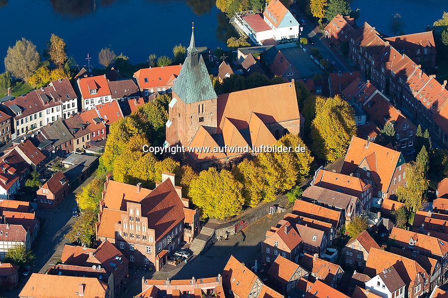 4415/ Moelln:DEUTSCHLAND, SCHLESWIG- HOLSTEIN, Moelln27.10.2005:St. Nikolai Kirche in Moelln Laubfaerbung, Indiansummer, Herbst Luftbild