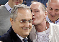 Calcio, Europa League Gruppo J: Lazio vs Tottenham Hotspur. Roma, stadio Olimpico, 22 novembre 2012..Lazio former player Paul Gascoigne, of Britain, right, kisses president Claudio Lotito, prior to the start of the Europa League Group J football match between Lazio and Tottenham Hotspur at Rome's Olympic stadium, 22 November 2012..UPDATE IMAGES PRESS/Riccardo De Luca