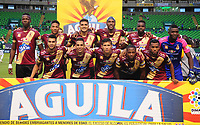 PAMIRA-COLOMBIA, 05-06-2019: Jugadores de Deportes Tolima, posan para una foto, antes de partido entre Deportivo Cali y Deportes Tolima, de la fecha 6 de los cuadrangulares semifinales por la Liga Águila I 2019 jugado en el estadio Deportivo Cali (Palmaseca) de la ciudad de Palmira. / Players of Deportes Tolima, pose for a photo, prior a match between Deportivo Cali and Deportes Tolima, of the 6th date of the semifinals quarters for the Aguila Leguaje I 2019 at the Deportivo Cali (Palmaseca) stadium in Palmira city. Photo: VizzorImage / Nelson Ríos / Cont.