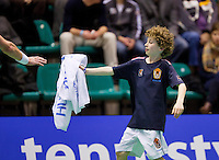 14-12-12, Rotterdam, Tennis Masters 2012, Ballboy giving towel to tennis player