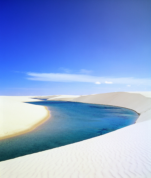 Lagoa Azul (Blue Lagoon) and sand dunes, Parque Nacional dos Lencois Maranhenses, Brazil, South America. Fresh water lake.