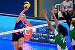 18.11.2018, Halle Berg Fidel, Muenster<br />Volleyball, Bundesliga Frauen, Normalrunde, USC MŸnster / Muenster vs. VfB Suhl Lotto ThŸringen / Thueringen<br /><br />Angriff Tereza Patockova (#3 Suhl) - Block / Doppelblock Kazmiere Telonna Brown (#10 Muenster), Lina Alsmeier (#8 Muenster)<br /><br />  Foto &copy; nordphoto / Kurth