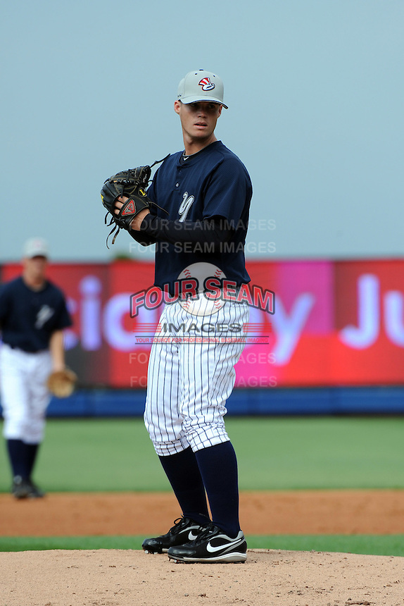 Staten Island Yankees pitcher Mike Gipson (25) during first team workout at Richmond County Bank Ballpark at St. George in Staten Island, NY June 15, 2010.  Photo By Tomasso DeRosa/ Four Seam Images