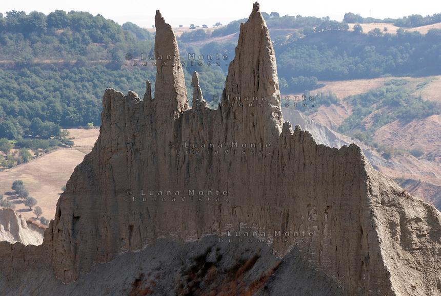 """Valle dei Calanchi. La spettacolare formazione argillosa detta """"Cattedrale"""" o """"Duomo"""". Civita di Bagnoregio, 11 luglio 2012..."""