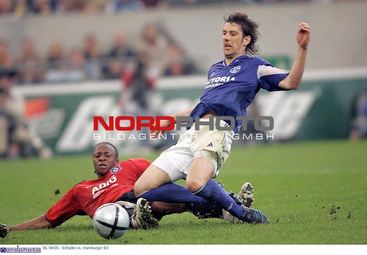 BL 2004/2005 -  29. Spieltag - RŁckrunde<br /> <br /> FC Schalke 04 vs. Hamburger SV<br /> <br /> <br /> <br /> Emile Mpenza (am Boden) schiesst das 2:1 fuer den Hamburger SV. Mladen Krstajic (rechts) von Schalke 04 kommt zu spaet.<br /> <br /> <br /> <br /> Foto &copy; nordphoto - Ruediger Lampe<br /> <br /> <br /> <br />  *** Local Caption *** Foto ist honorarpflichtig! zzgl. gesetzl. MwSt.<br /> <br /> Belegexemplar erforderlich<br /> <br /> Adresse: nordphoto<br /> <br /> Georg-Reinke-Strasse 1<br /> <br /> 49377 Vechta