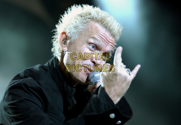 BILLY IDOL.The KROQ Miller Lite Inland Invasion 4 held at The Hyundai Pavilion at Glen Helen Devore, California .September 18, 2004.stage, concert, music, live, gig, headshot, portait, singing, gesture.www.capitalpictures.com.sales@capitalpictures.com.Copyright by Debbie VanStory