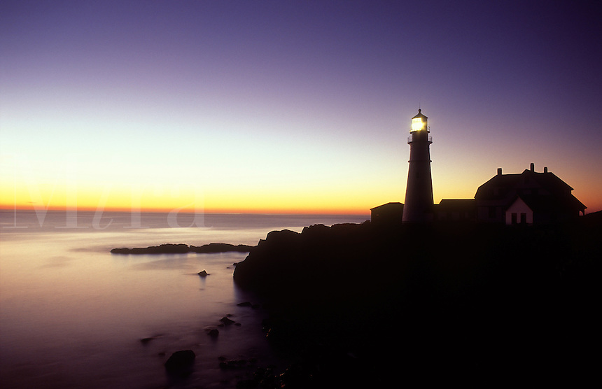 USA, Maine, Cape Elizabeth, Portland Head Lighthouse at dawn