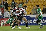 Lelia Masaga breaks through the Manawatu midfiled during the Air New Zealand rugby game between Counties Manukau Steelers & Manawatu, played at Mt Smart Stadium on the 22nd of September 2006. Counties Manukau 25 - Manawatu 25.