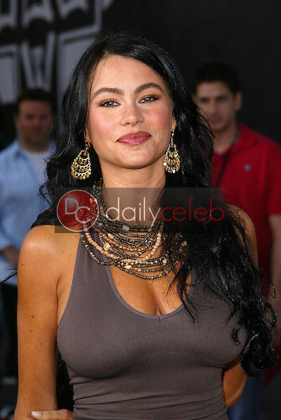 """Sofia Vergara<br /> at the """"Lords Of Dogtown"""" World Premiere, Grauman's Chinese Theatre, Hollywood, CA 05-24-05<br /> David Edwards/DailyCeleb.Com 818-249-4998"""