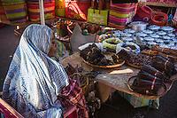 France, île de la Réunion, Saint Paul, marché hebdomadaire de Saint Paul, étal marchande d'épices  //  France, Ile de la Reunion (French overseas department), weekly open market of Saint Paul,  market stall spices