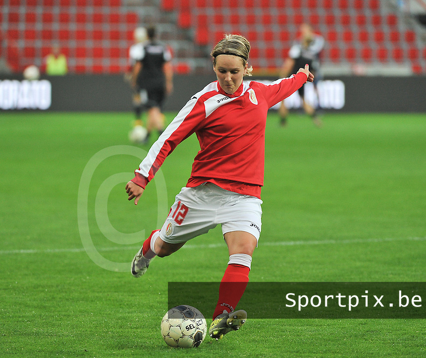 20131009 - LIEGE , BELGIUM :  Standard's Julie Gregoire pictured during the female soccer match between STANDARD Femina de Liege and  GLASGOW City LFC , in the 1/16 final ( round of 32 ) first leg in the UEFA Women's Champions League 2013 in stade maurice dufrasne - Sclessin in Liege. Wednesday 9 October 2013. PHOTO DAVID CATRY