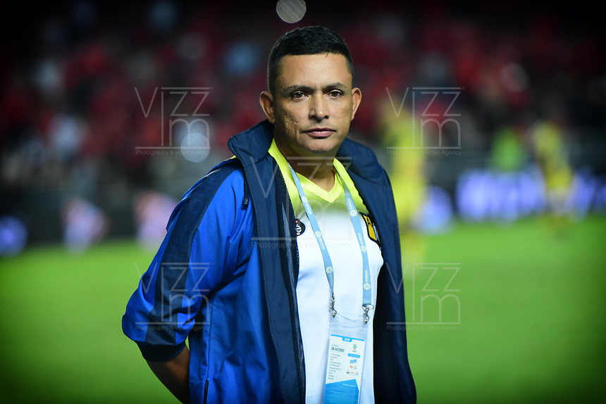 CALI - COLOMBIA, 14-11-2019: Cesar Fernando Torres técnico del Alianza gesticula durante partido por la fecha 2, cuadrangulares semifinales, de la Liga Águila II 2019 entre América de Cali y Alianza Petrolera jugado en el estadio Pascual Guerrero de la ciudad de Cali. / Cesar Fernando Torres coach of Alianza gestures during match for the date 2, quadrangular semifinals, as part of Aguila League II 2019 between America de Cali and Alianza Petrolera played at Pascual Guerrero stadium in Cali. Photo: VizzorImage / Nelson Rios / Cont