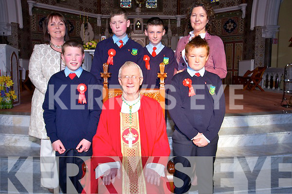The 6th class students of Scoil Ide Curranes National School who were Confirmed at St Stephen and St John, Castleisland  on Tuesday March 18th. By Bishop Ray Browne. Pictured Front row: Jason O'Sullivan, Bishop Ray Browne, Chris McGaley Back row: Elizabeth Sweeney (class teacher), Johnny Costello, Tadhg O'Shea, Cáit Daly (school principal)