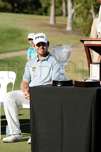 28.02.2016. Perth, Australia. ISPS HANDA Perth International Golf. Louis Oosthuizen (ZAF) admires his new trophy after winning the tournament.