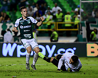 PALMIRA - COLOMBIA, 20-11-2019: Agustin Palavecino del Cali disputa el balón con Neto Volpi arquero de America durante partido entre Deportivo Cali y América de Cali por la fecha 4, cuadrangulares semifinales, de la Liga Águila II 2019 jugado en el estadio Deportivo Cali de la ciudad de Palmira. / Agustin Palavecino of Cali vies for the ball with Neto Volpi goalkeeper of America during match between Deportivo Cali and America de Cali for the date 4, quadrangulars semifinals, as part of Aguila League II 2019 played at Deportivo Cali stadium in Palmira city. Photo: VizzorImage / Nelson Rios / Cont