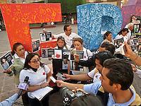 Querétaro, Qro. 2 de febrero 2016. La asociación Desaparecidos Justicia se manifestó esta tarde frente a palacio de gobierno para exigir una ley en materia de desapariciones que contemple a los familiares de las víctimas. Foto: Alejandra L. Beltrán / Obture Press Agency