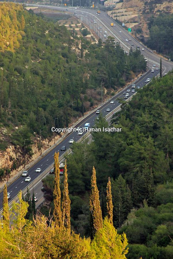 Israel, Jerusalem Mountains, Jerusalem-Tel Aviv highway as seen from Diefenbaker road