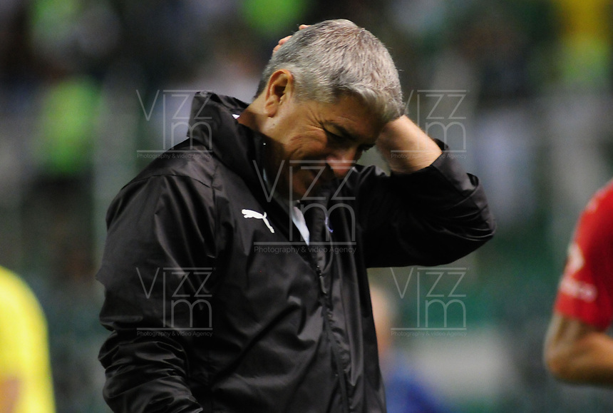 PALMIRA - COLOMBIA, 11-08-2018: Octavio Zambrano técnico de Deportivo Independiente Medellín gesticula durante partido con Deportivo Cali por la fecha 4 de la Liga Águila II 2018 jugado en el estadio Palmaseca de la ciudad de Palmira. / Octavio Zambrano coach of Deportivo Independiente Medellin gestures during a match against Deportivo Cali for the date 4 of the Aguila League II 2018 played at Palmaseca stadium in Palmira city.  Photo: VizzorImage/ Nelson Rios / Cont