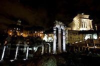 Il foro Romano di notte. The Roman Forum illuminate by a new lighting system.