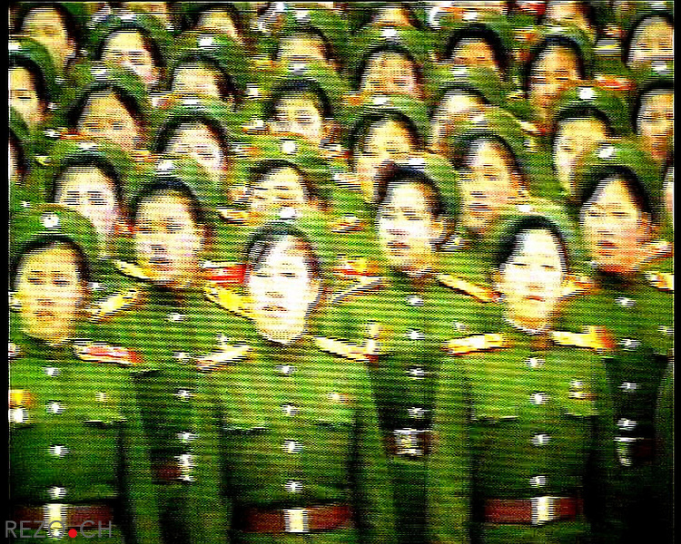 NR00062/Women demonstration army on tv, Pyongyang september 2000.