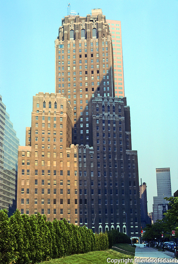 New York: New York Telephone Building (Barclay-Vesey), 1926. Ralph Walker, Architect. Rectangular tower on parallelogram base. Damaged in 9/11. 3 year restoration. Nat'l Register of Hist. Places. Photo '91.
