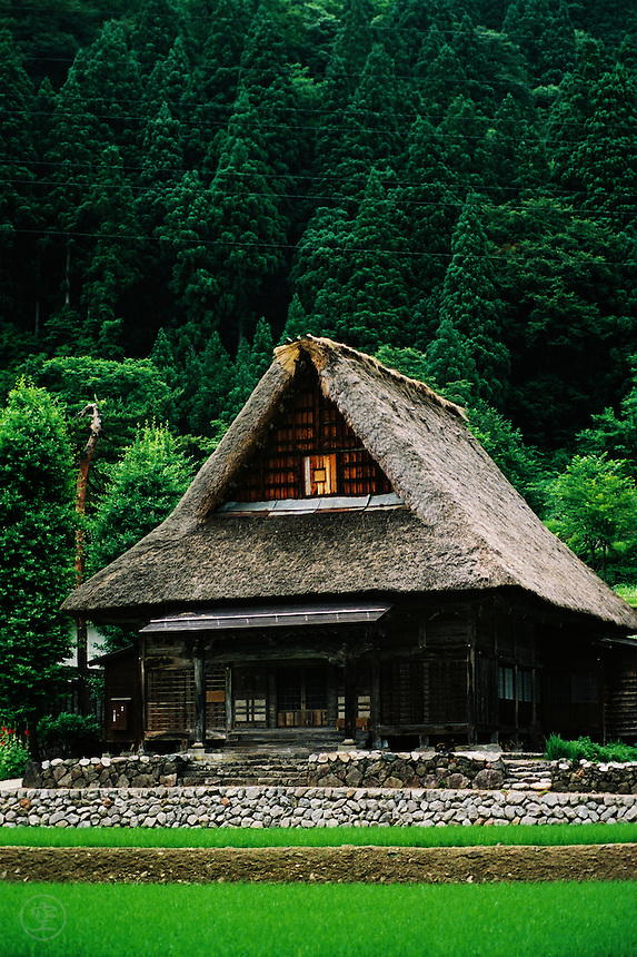 Sounenji is a gassho-zukuri temple in the preserved Ainokura village in Gokayama, Japan.