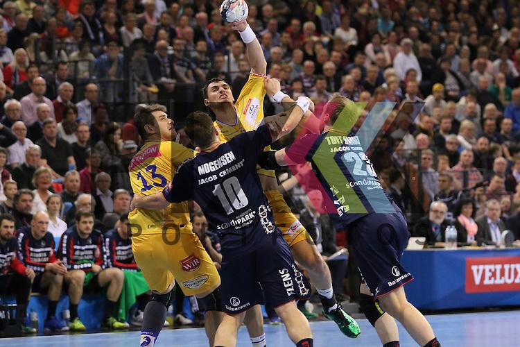Flensburg, 23.04.16, Sport, Handball, VELUX EHF Champions League, Viertelfinale, SG Flensburg-Handewitt - KS Vive Tauron Kielce : Krzysztof Lijewski (KS Vive Tauron Kielce, #19), Thomas Mogensen (SG Flensburg-Handewitt, #10), Henrik Toft Hansen (SG Flensburg-Handewitt, #23)<br /> <br /> Foto &copy; PIX-Sportfotos *** Foto ist honorarpflichtig! *** Auf Anfrage in hoeherer Qualitaet/Aufloesung. Belegexemplar erbeten. Veroeffentlichung ausschliesslich fuer journalistisch-publizistische Zwecke. For editorial use only.