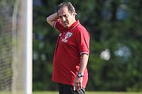 SAO PAULO, SP, 10.09.2013 - TREINO SAO PAULO  FC - O treinador Muricy Ramalho durante sessao de treinamento da equipe São Paulo Futebol Clube no Centro de Treinamento da Barra Funda nesta terca-feira, 10. (Foto: William Volcov / Brazil Photo Press).
