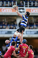Luke Charteris of Bath Rugby wins the ball at a lineout. Aviva Premiership match, between Bath Rugby and Harlequins on November 25, 2017 at the Recreation Ground in Bath, England. Photo by: Patrick Khachfe / Onside Images