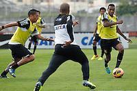 SAO PAULO, SP 24 SETEMBRO 2013 - TREINO CORINTHIANS - O jogador Edenilson durante o treino de hoje, 24, no Ct. Dr. Joaquim Grava.. foto: Paulo Fischer/Brazil Photo Press.