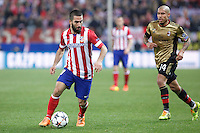 Atletico de Madrid´s Arda Turan (L) and Milan´s Nigel de Jong during 16th Champions League soccer match at Vicente Calderon stadium in Madrid, Spain. March 11, 2014. (ALTERPHOTOS/Victor Blanco)