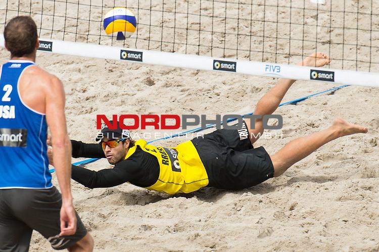 22.06.2014, Berlin, Washingtonplatz<br /> Beachvolleyball, Berlin smart Grand Slam, Halbfinale<br /> <br /> Abwehr Bruno Oscar Schmidt (BRA)<br /> <br />   Foto &copy; nordphoto / Kurth *** Local Caption ***