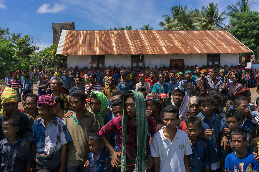 March 29, 2016 - Wainyapu (Indonesia). Hundreds of people flock into Wainyapu to assist the Pasola. Riders are grouped into 2 teams, based on their traditional clans. The aim of the Pasola is to throw blunted wooden spears at the opposition riders while trying to avoid their counter attacks. © Thomas Cristofoletti / Ruom