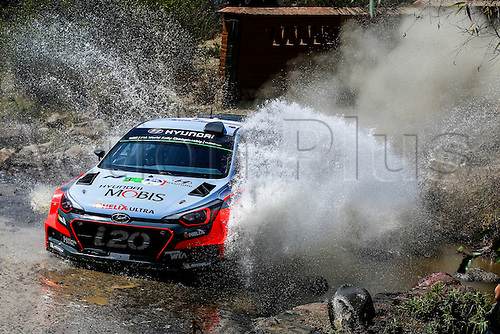 03.03.2016. Leon, Mexico. WRC rally of Mexico. Shakedown and SS1 and SS2.  Thierry Neuville (BEL) - Nicolas Gilsoul (BEL) - Hyundai I20 WRC through the water splash