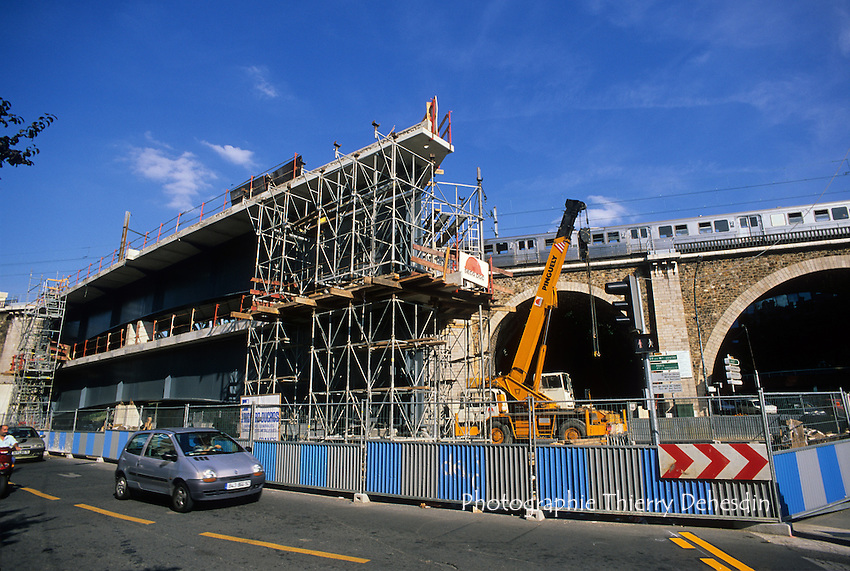 Issy Les Moulineaux, 1999, Place Léon Blum, Eléments du pont du tram