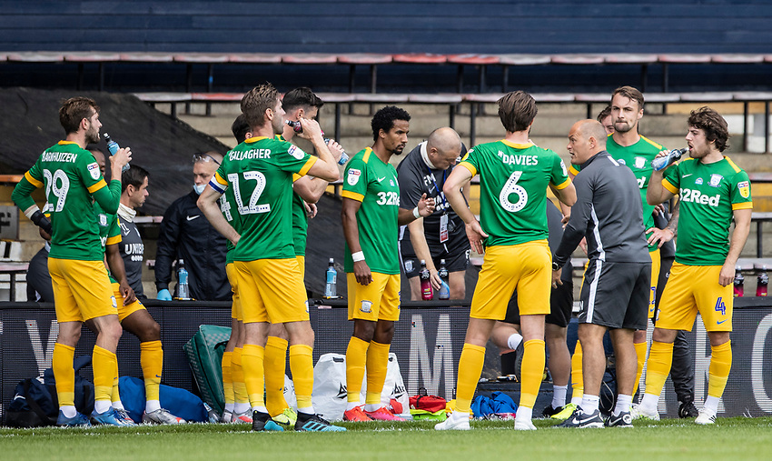 Preston North End's players enjoying a drinks break during the first half<br /> <br /> Photographer Andrew Kearns/CameraSport<br /> <br /> The EFL Sky Bet Championship - Luton Town v Preston North End - Saturday 20th June 2020 - Kenilworth Road - Luton<br /> <br /> World Copyright © 2020 CameraSport. All rights reserved. 43 Linden Ave. Countesthorpe. Leicester. England. LE8 5PG - Tel: +44 (0) 116 277 4147 - admin@camerasport.com - www.camerasport.com