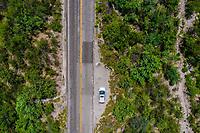 Arrea view of the lanes of the road through the Sierra in Montezuma, Mexico. Kia Forte Hatchback car. yellow line. Horizontal. Zenithal<br /> (© Photo: LuisGutierrez / NortePhoto.com)<br /> <br /> Vista arrea de los carriles de la carretera por la sierra en moctezuma, sonora Mexico.  auto Kia Forte Hatchback. linea amarilla. Horizontal. Cenital<br /> (© Photo: LuisGutierrez / NortePhoto.com)