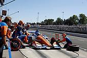 Scott Dixon, Chip Ganassi Racing Honda, pit stop