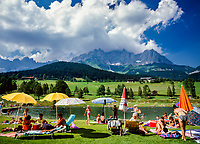 Austria, Tyrol, Going am Wildem Kaiser, district Prama:  swimming lake and Wilder Kaiser mountains | Oesterreich, Tirol, Going am Wildem Kaiser, Ortsteil Prama: Badesee vorm Wilden Kaiser