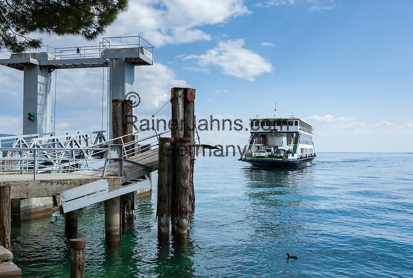 Italien, Lombardei, Gardasee: mit der Autofaehre von Toscolano-Maderno nach Torri del Benaco   Italy, Lombardy, Lake Garda: car ferry from Toscolano-Maderno to Torri del Benaco