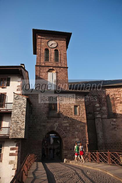 Europe/France/Aquitaine/64/Pyrénées-Atlantiques/Pays-Basque/Saint-Jean-Pied-de-Port:  Eglise Notre-Dame et  Porte Notre-Dame