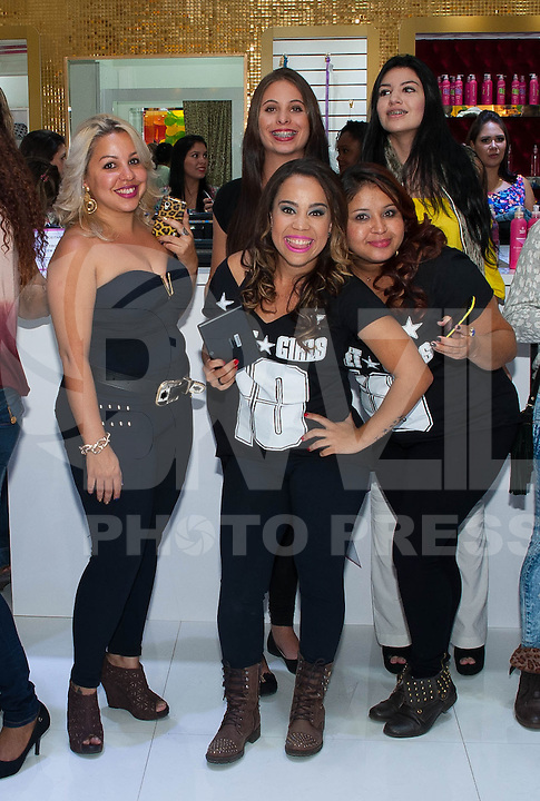 PIRACICABA, 29.04.14 - INAUGURAÇÃO SHOPPING CENTER PIRACICABA - Equipe Planet Girls Piracicaba. (Foto: Mauricio Bento / Brazil Photo Press )