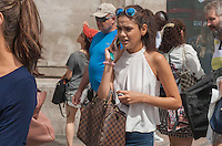 London Streetstyles, Vuitton Damier Ebene Speedy bag,