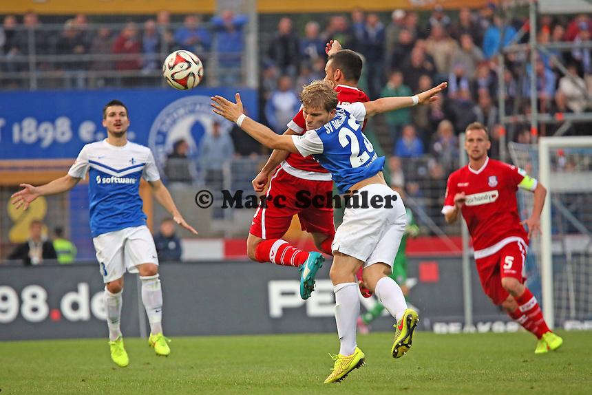Florian Jungwirth (SV 98) gegen Andre Schembri (FSV) - SV Darmstadt 98 vs. FSV Frankfurt, Stadion am Boellenfalltor
