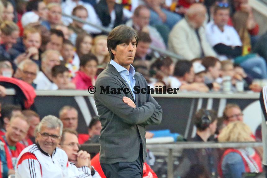 Bundestrainer Joachim Löw (D) angefressen - Deutschland vs. Kamerun, Mönchengladbach