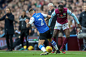 4th November 2017, Villa Park, Birmingham, England; EFL Championship football, Aston Villa versus Sheffield Wednesday; Jack Hunt of Sheffield Wednesday and Albert Adomah of Aston Villa struggle to keep control of the ball